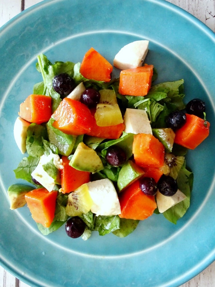 Colorful Papaya and Arugula Salad with Citrus Vinaigrette