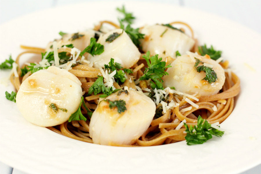 Lemon-Garlic Scallops with Linguine