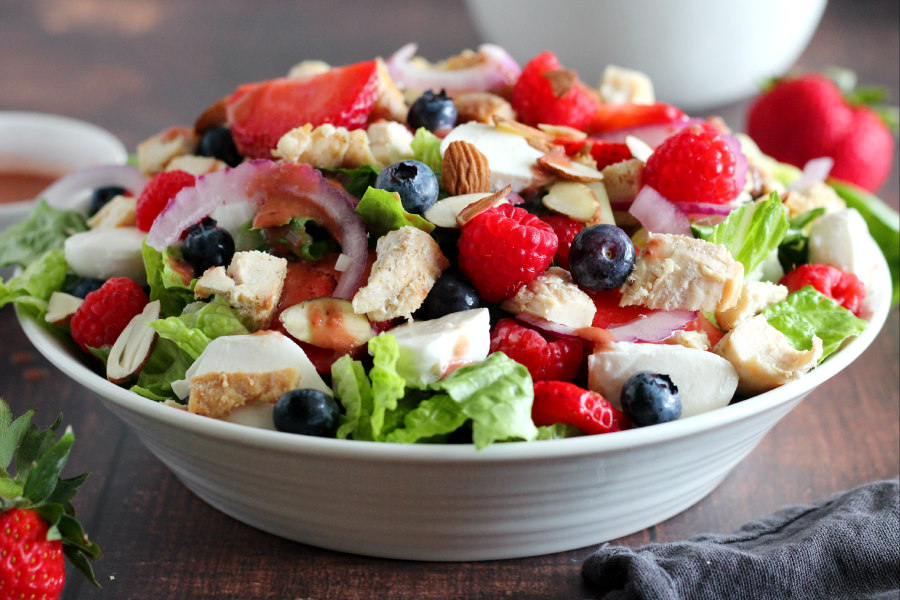 Mixed Berry Salad with Grilled Chicken
