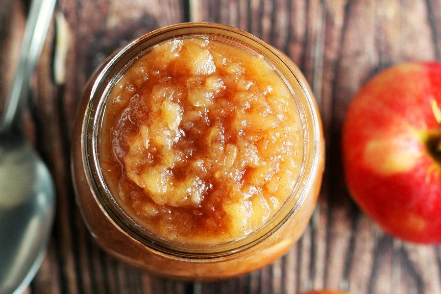 Slow Cooker Boozy Applesauce